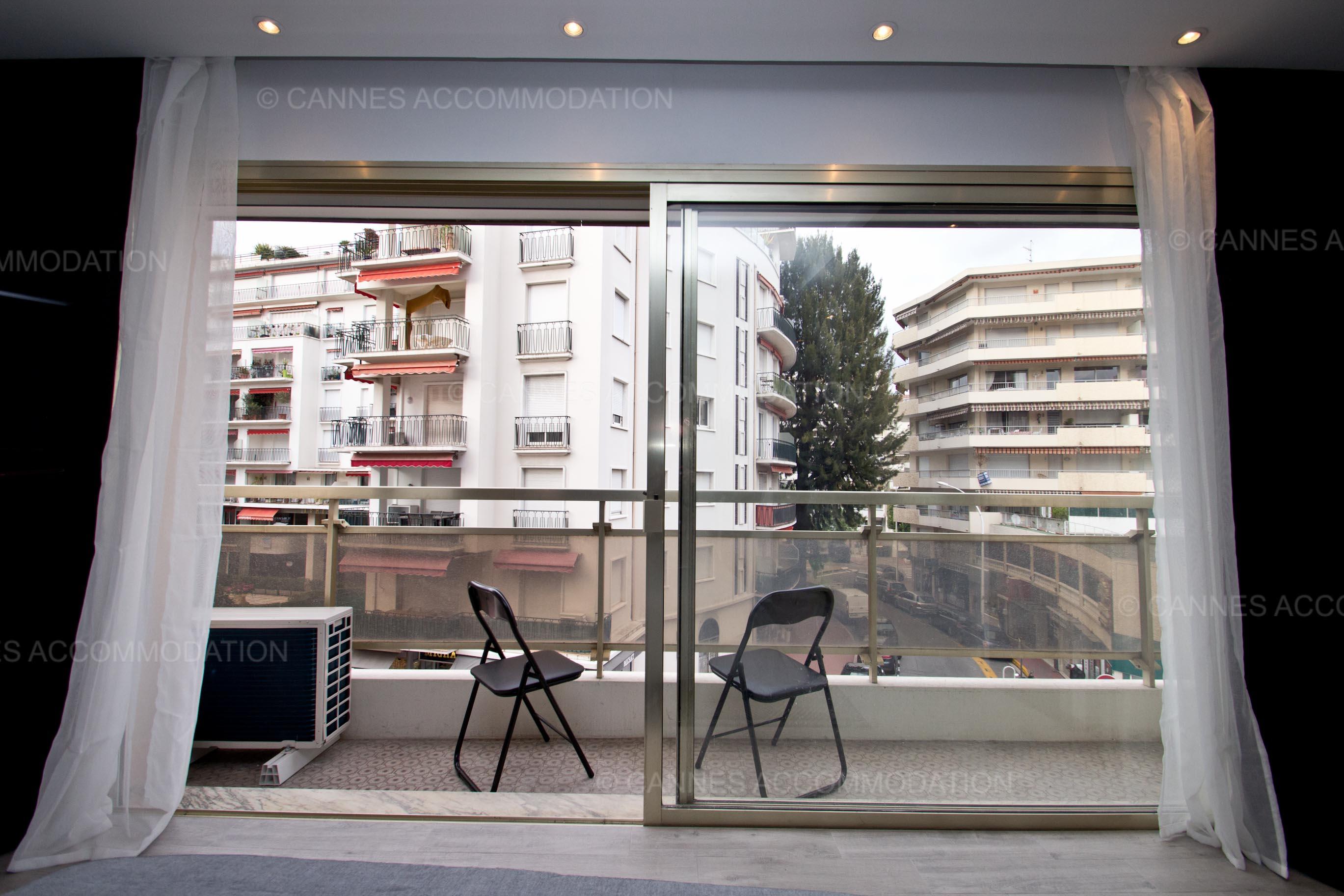 studio louer cannes grand hotel paris cannes accommodation. Black Bedroom Furniture Sets. Home Design Ideas