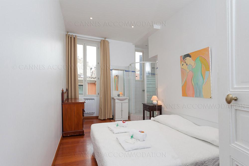 appartement 2 chambres louer cannes proche palais moniez cannes accommodation. Black Bedroom Furniture Sets. Home Design Ideas