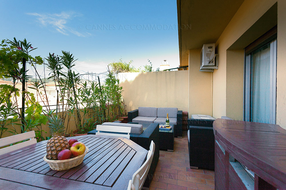 7 avantages de louer un appartement sur la cote cannes accommodation. Black Bedroom Furniture Sets. Home Design Ideas